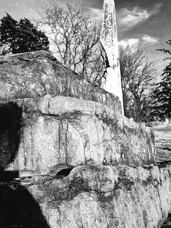 From the ground RISE! Look! Samsungphotography Samsung Galaxy S6 Edge+ Cemetery_shots Tomb Rock Outside Ground Level View Exploring New Ground Showcase: December Samsung Death Hdr_Collection HDR Hdrphotography Blackandwhite Black And White Photography
