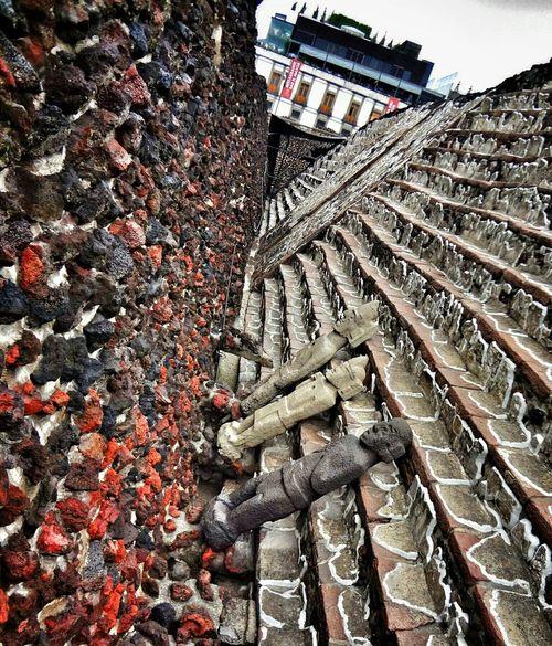 Streetphotography Architecture Ciudad De México Museo Del Templo Mayor Statues