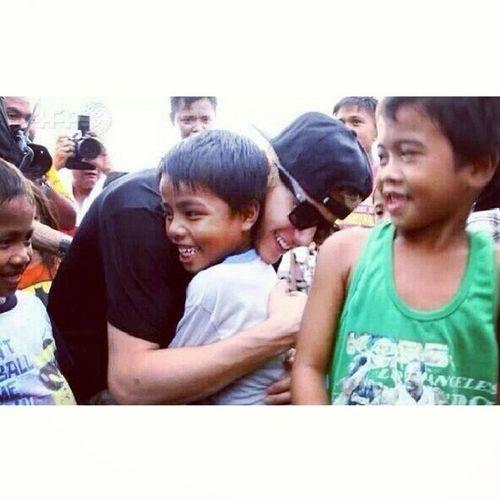 @justinbieber in tacloban. Givebackphilippines