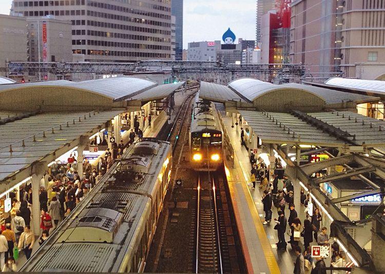 (人´エ`*)お疲れ様です♪ Thanks  Yourhardwork お腹が空いたな😂 Osaka Station 🚃帰宅ラッシュ💦 Return Rush