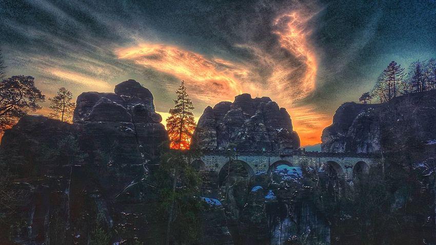 Basteibrücke in der sächsischen Schweiz (ein wenig bearbeitet 🌋🎨) 16x9 Edited My Way Bastei Sächsische Schweiz Saxon Switzerland Dramatic Sky Sunset Cloud - Sky No People Night Beauty In Nature Outdoors Nature Sky