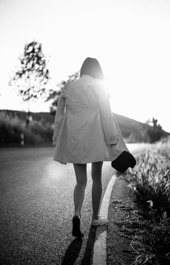 alone girl Alone Lonely Trip Walk Wanderlust Aroundtheworld Black And White Feeling Down Girl Journey Travel Destinations