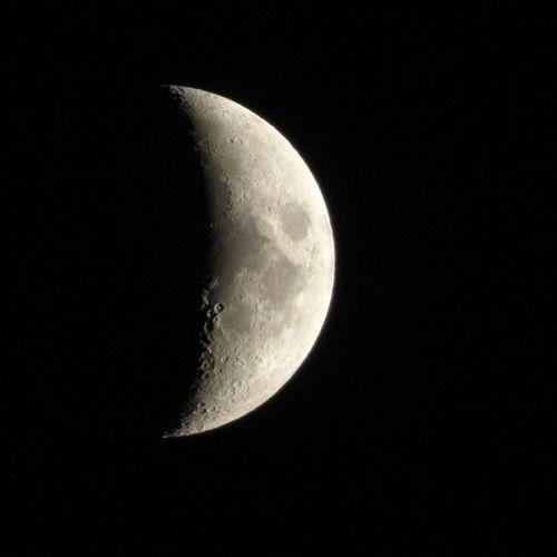 Y así... una luna más para darle la bienvenida a un año más. Bienvenidos 40's!! Lalunadeale