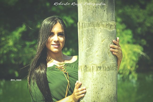 Nature #Pose #photographer Luvphotography #nikonphotography #shooting #robertorayofotografia #dreamsproductionsagency Environmentalist Tree Young Women Women Beauty Smiling Tree Trunk Happiness Forest Human Hand