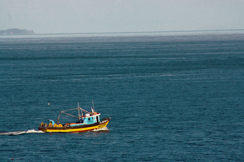 Chalupón (bote pesquero chilota) en Canal de Chacao. Beauty In Nature Clear Sky Day Fisherman Fishing Fishing Boat Horizon Over Water Nature Nautical Vessel No People Ocean Outdoors Sailing Scenics Sea Ship Sky Tranquil Scene Tranquility Water