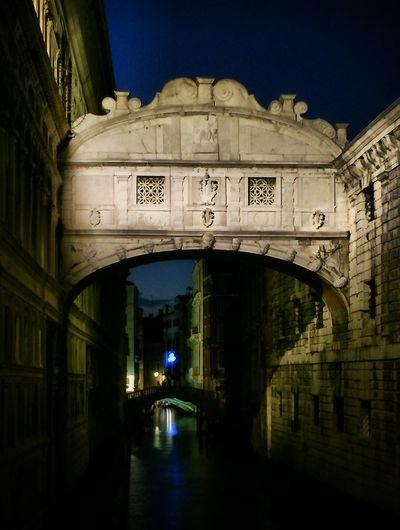 Ponte dei Sospiri ... IPSDark Venice, Italy Nightphotography Night Lights IPhoneography Iphoneonly Bridge Pontedeisospiri Learn & Shoot : After Dark