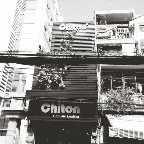 Nice shop...I want a new bag... Street Photography Saigon Monochrome Urban Exploration