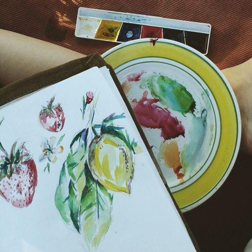 рисую фрукты краски  акварель палитра цвета блокнот листы Hello World Taking Photos