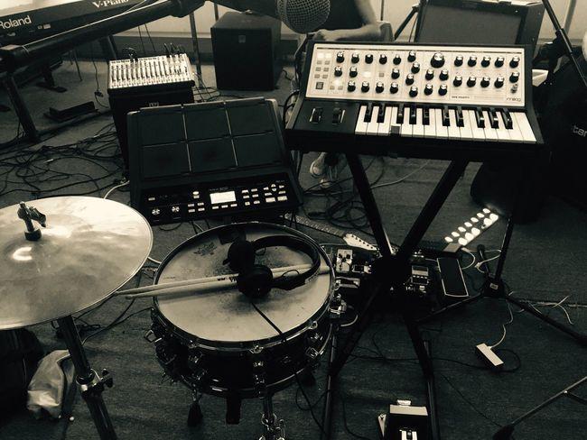 Music for sharks, music of IKAN HYU Music Musician Moog Roland Spd Drumpad Musik