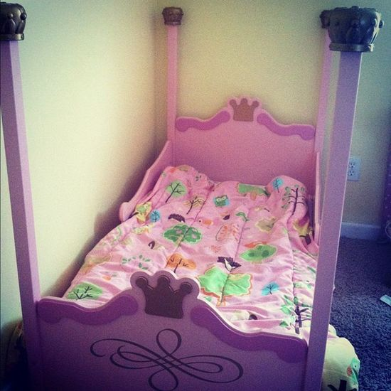 Lizzies new princess bed MommysPrincess