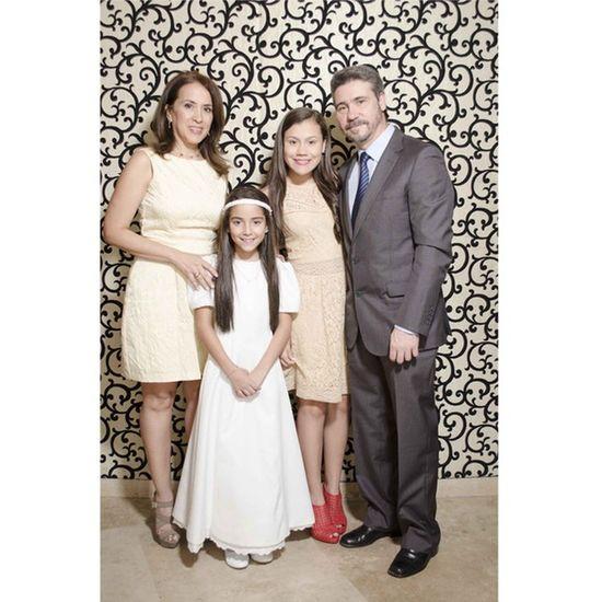 Post-primera Comunión de Cristina Celebrando con sus amigos y Familiares Feliz de recibir a Dios..! Primeracomunion Party Celebracion