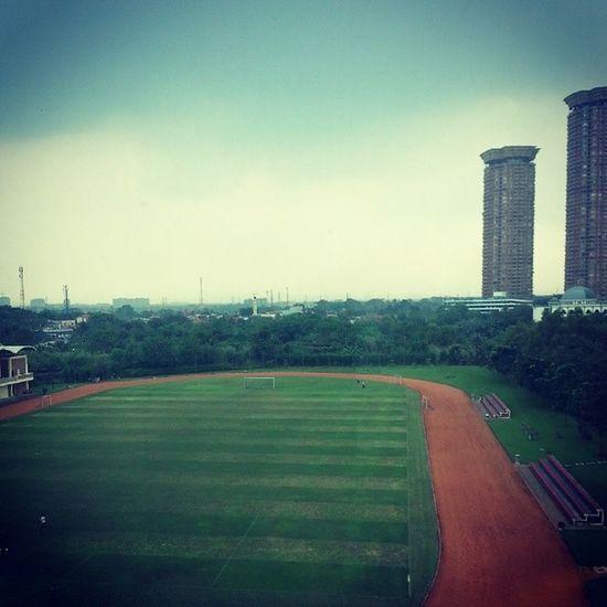 University Afterexam Liatpemandangan Darijendela field soccer sky day student green runbabyrun