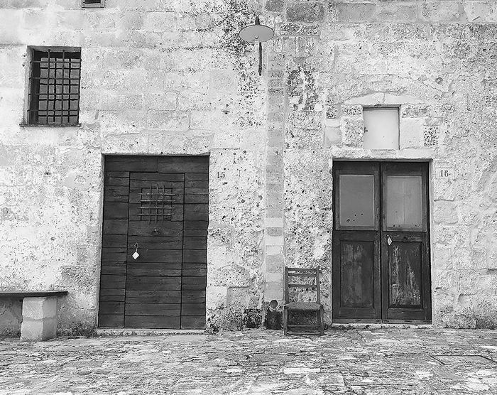 Abitazioni Architecture Bianco E Nero Biancoenero Black And White Blackandwhite Detail Dettaglio Door Doors Entrance House Legno Matera Pietra Porte Rocce Sassidimatera Seat Sedia The Architect - 2016 EyeEm Awards