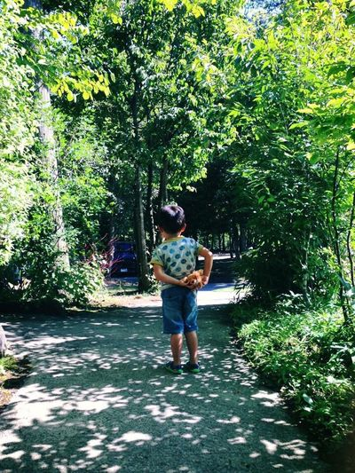 Full Length Tree One Person Casual Clothing Day Real People Outdoors Growth Standing Plant Young Adult Nature Young Women Beauty In Nature One Young Woman Only One Woman Only People Adult Adults Only