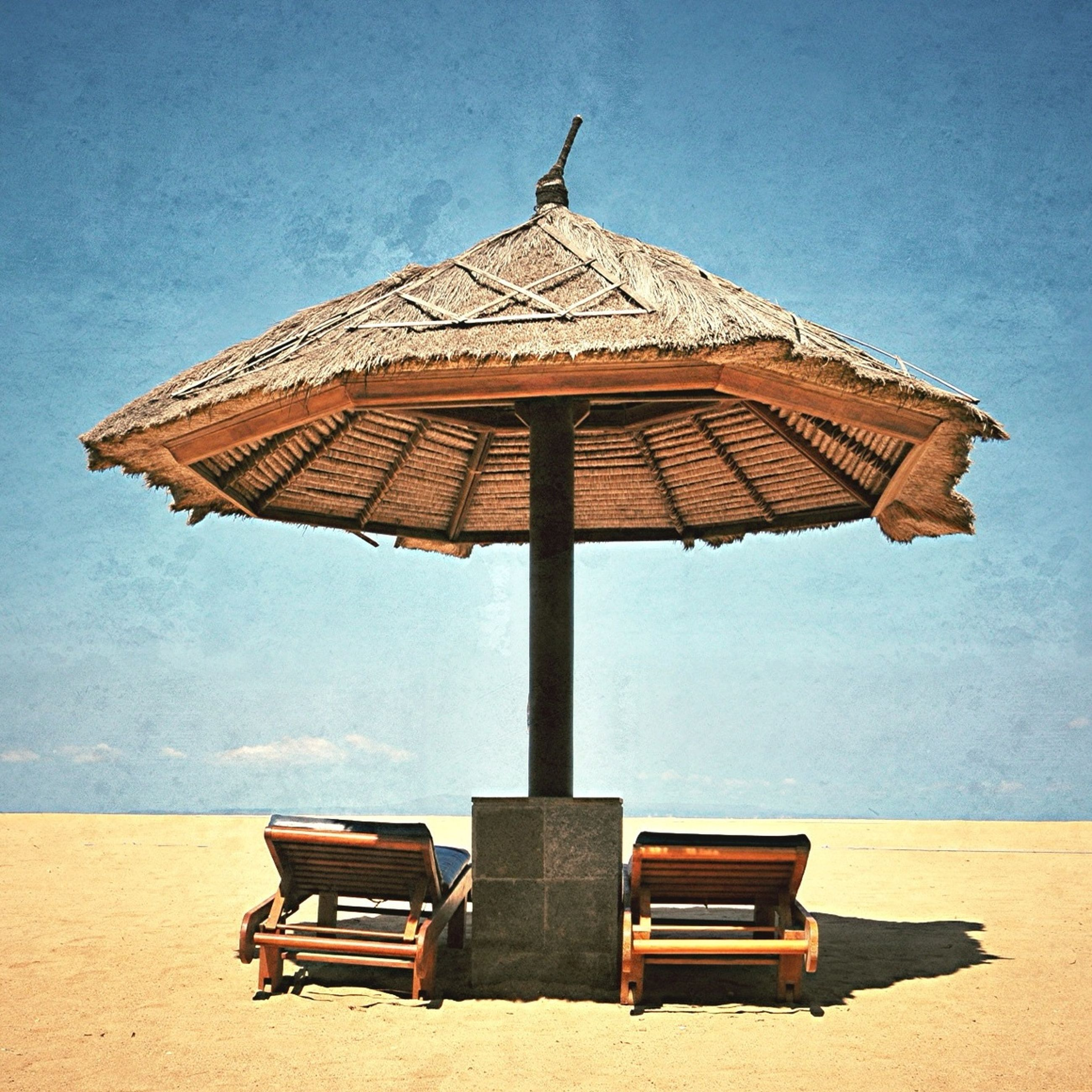 beach, chair, sand, sea, absence, bench, empty, relaxation, beach umbrella, parasol, sunshade, lounge chair, thatched roof, sky, tranquility, water, vacations, seat, gazebo, shore