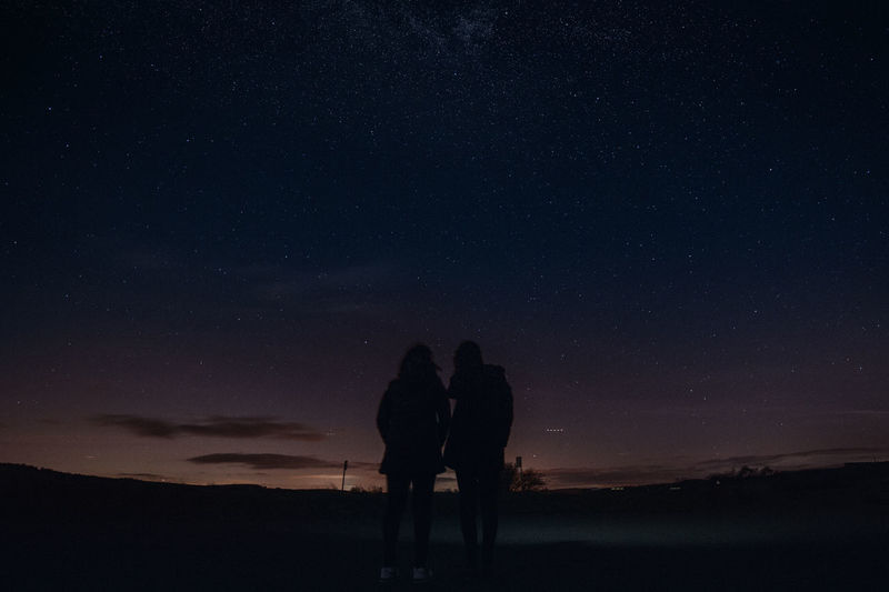 Sky Togetherness Night Real People Bonding Leisure Activity Beauty In Nature Star - Space Silhouette Lifestyles Two People People Star Star Field Women Nature Scenics - Nature Love Couple - Relationship Tranquility Positive Emotion Astronomy Outdoors