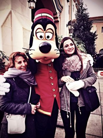 Love this picture with Goofy and the mom of my boyfriend ! We met Goofy near the Hollywood Tower Hotel ! ??? Disney Disneyland Paris Disneystudio Goofy Happiness Love ♥ Hollywood Tower