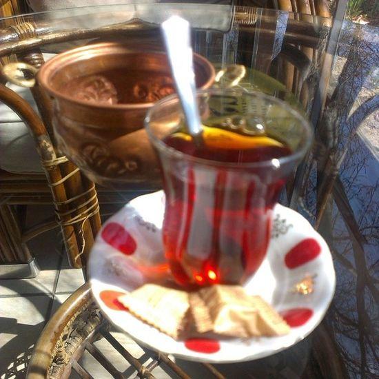 Çayın yaninda öksürük hiç çekilmiyor...