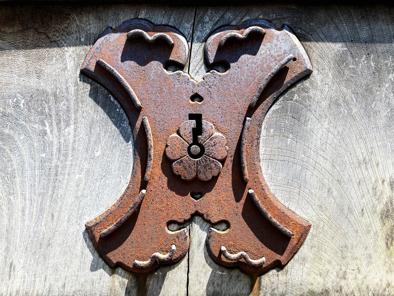 CLOSE-UP OF OLD RUSTY METAL ON WOOD