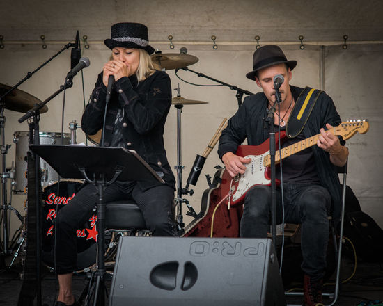 Sandvikendagarna 2017 Blues Guitar Guitarist Harmonica Louise Hoffsten Music People Rain Rhytm & Blues Sandviken Sandvikendagarna Sandvikendagarna 2017 Sandvikens Kommun Singer  Summer Vocalist