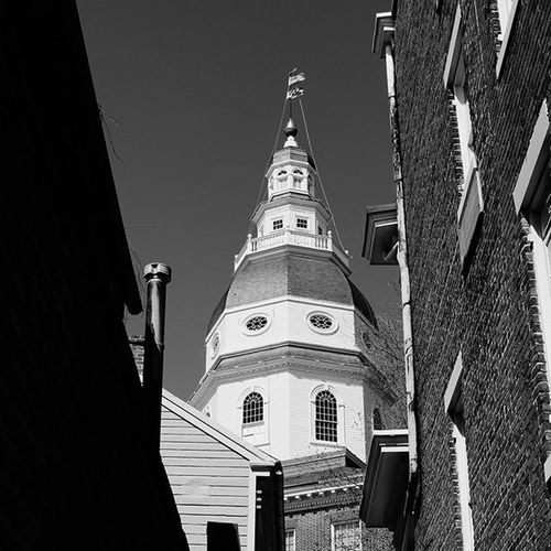 Capital building in the historic town of Annapolis, Maryland. City_explore Maryland Annapolis Capital Streetphotography Street Bw Bnw Bnw_society Brick Arundel History Historic Monochrome Photography My Best Travel Photo