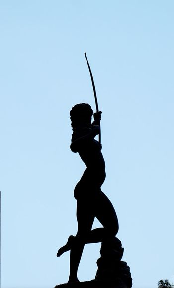 Diana Cazadora Sculpting A Perfect Body Sculpture Sculture Art Scultura Street Photography Streetart Popular Silhouette Only Women One Woman Only Clear Sky Sky Day Sport Outdoors Headwear One Young Woman Only Athlete Track And Field Event