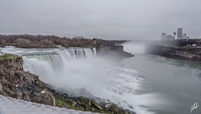 Niagarafalls Niagara USA Canada Lovethisseason Buffalo Ontario Photography Photo Photooftheday Instagood Instagram Instagramhub Insta Instagood Cold Freezing Winter Holidays Holiday Holidayseason Beauty Water Lake Goatisland