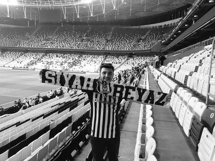 Ölüm Yaşam 🦅 Mabed Aşk Siyahbeyaz Besiktas Real People Text Communication People Architecture Day Western Script Stadium Sport Lifestyles
