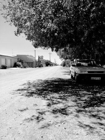 Iewers tussen hier en daar. Karoospaces Karoo Kleinkaroo Aberdeen Landscape Southafrica Light And Shadow Blackandwhite