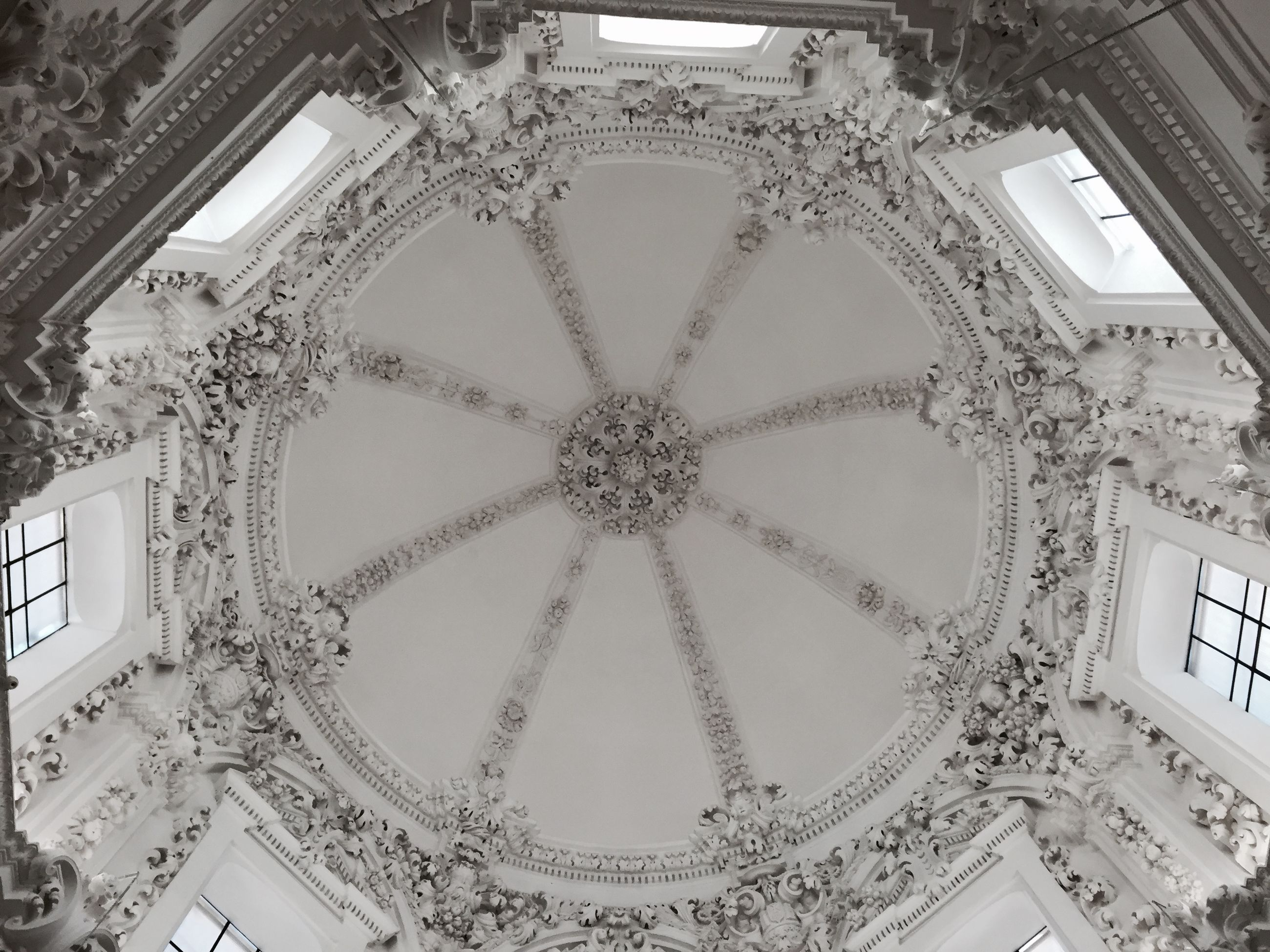 architecture, built structure, indoors, ceiling, famous place, design, low angle view, ornate, architectural feature, travel destinations, pattern, art and craft, building exterior, international landmark, art, capital cities, tourism, circle, creativity, travel
