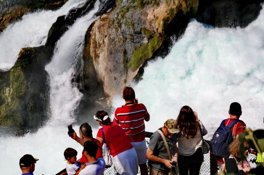 Kein Reinfall am Rheinfall 😎 Rheinfall Schloss Laufen Waterfall Nature Photography Beauty In Nature My Point Of View Water Togetherness Young Women Men Women Waterfall Flowing Water Power In Nature Falling Water Rock Formation Rock - Object Splashing
