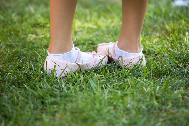 Children Foot Soon Wedding Wedding Photography Child Childhood Close-up Day Grass Human Body Part Human Leg Low Section One Person Outdoors People Real People Wedding Ceremony Wedding Day Wedding Dress Weddingphotography