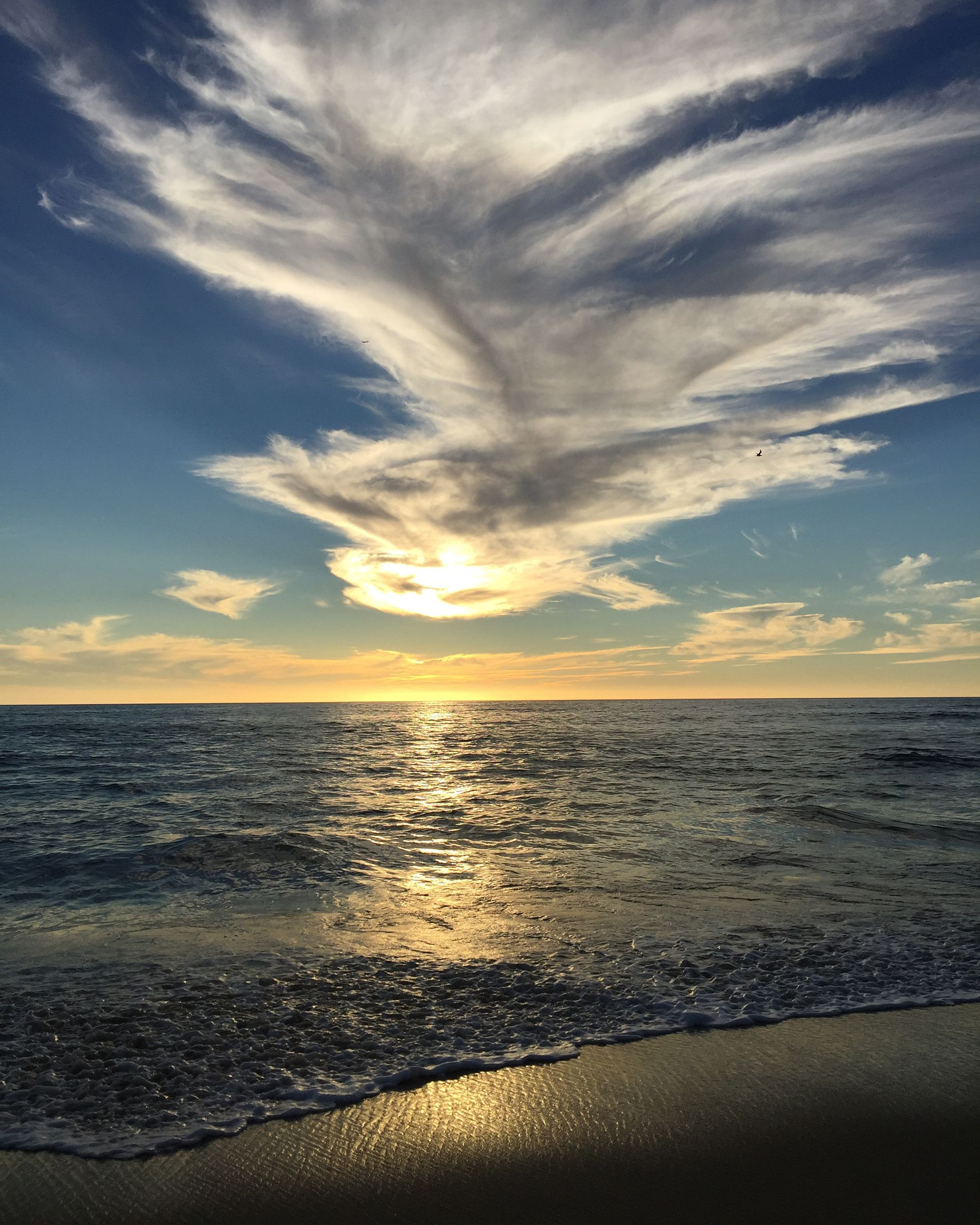 sea, horizon over water, water, tranquil scene, scenics, sunset, sky, tranquility, beach, beauty in nature, shore, nature, idyllic, cloud - sky, cloud, reflection, sun, seascape, remote, outdoors