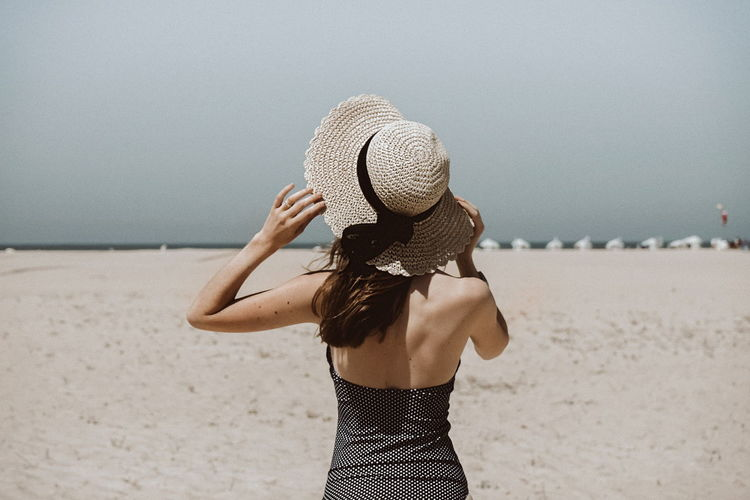 Back to summer time. EyeEm Best Shots Eyeemphotography Portugal Sony Beach Sand Outdoors Hat Sun Hat Scenics Fashion Stories