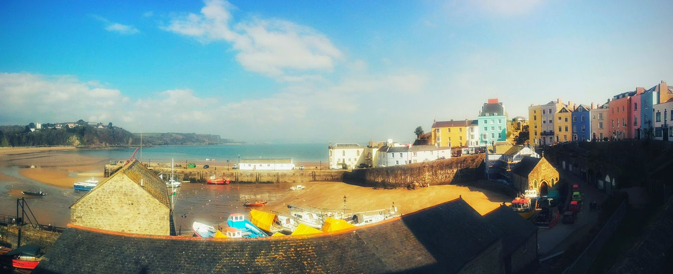 Pays De Galles Sky Blue Sky Blue Colorful Houses Coast Beach Wales Castle Beautiful Day Sunny Day Boat