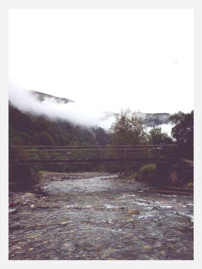 Pourquoi faire tout ça alors qu'on ne porte même pas attention à ce que l'on a devant soi ? Montains And Water  Hello World Eyem Nature Outside