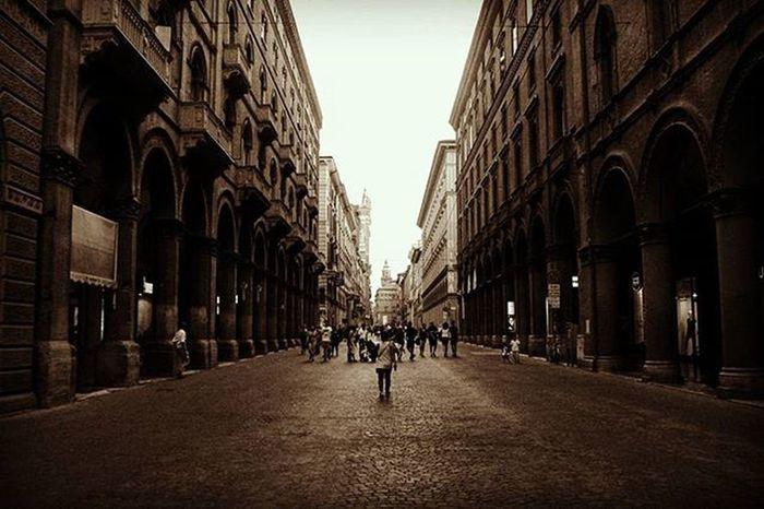 Bologna is such a colorful city.. Bologna Emiliaromagna Italia Instatravel Travelgram Mytravelgram Travel Instatravel Travelwriter Instatravel