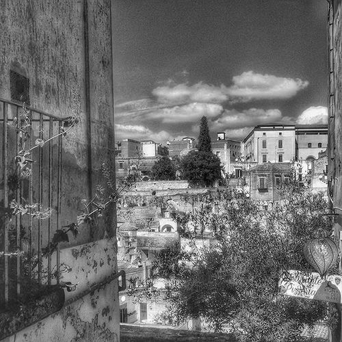 Paths of architecture : from San Lorenzo in Padula to Matera, capital of culture 2019. 5/9 Igers4leicabuildings Igers4leica Igersitalia Igersbasilicata Igersmatera Landscape Paesaggioitaliano Landscape_lovers Dafareamatera Dafareinbasilicata Paesaggidellanima Paesaggio Paesaggi_italiani Architecture Story Architecturelovers Blackandwhite Instagram