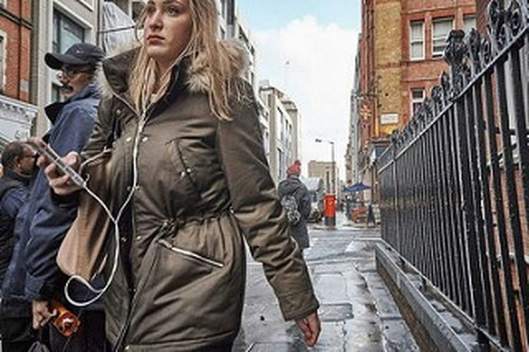 Outdoors Day Building Exterior People Streetphotography Fitzrovialitter Street Photography Streetphoto London Calling London London London!!! LONDON❤ Candid Photography Candidshot Girl Urban Life Sidewalk Fitzrovia Winter Londononly Urban London Streets City Street Street Walking Londonstreets