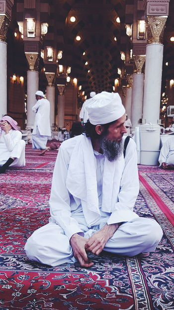 Random People Madinah Al-munawwarah Madinah KSA Mosque Men Galaxy S7