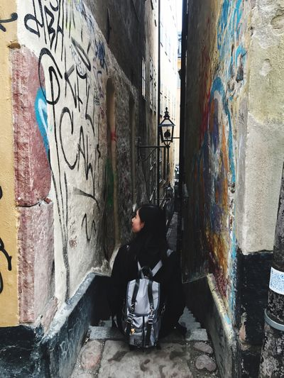 Graffiti Built Structure Architecture Building Exterior Full Length Lifestyles Real People One Person Day Girl Back Outdoors City Young Adult People