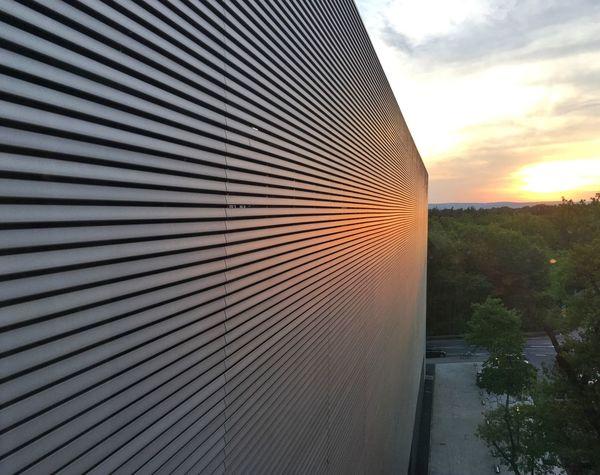 Building Exterior Structure Struktur Linien Lines Fluchtpunkt Perspective Sunset Sundown Sonnenuntergang Orange Licht Urban Geometry Abstract