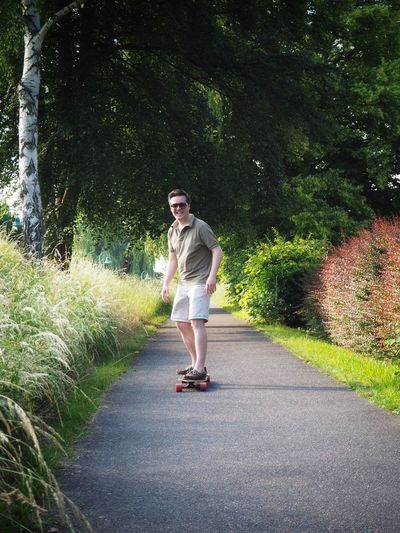Fun with longboard Skating Longboarding Longboard Full Length One Person Casual Clothing Plant Lifestyles Road Leisure Activity Young Adult Real People Tree Fashion Standing Day Nature Transportation Happiness Front View Outdoors The Portraitist - 2018 EyeEm Awards The Street Photographer - 2018 EyeEm Awards Summer Sports Urban Fashion Jungle A New Beginning Moments Of Happiness