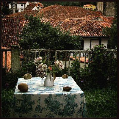 Ig_europe Ig_spain Ig_cantabria España Cantabria Comillas Flores Estaes_flores Estaes_cantabria Loves_architecture Loves_spain Loves_cantabria Испания Кантабрия Комильяс крыши цветы Детали