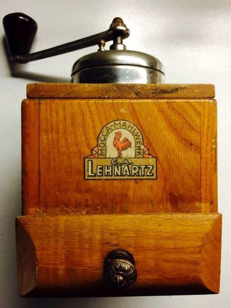 Lieblingsteil Old-fashioned Coffee Grinder Kaffeemühle Immer Noch In Betrieb Eyem Best Shots Küche