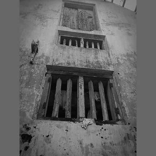 ___Aging windows___ Blackandwhite Filters Zenpics Zencircle Photograhylovers Pixelmaster Instalike Instamood Zenfone Window Asus Kerala Kochi GodsOwnCountry Mobilephotography