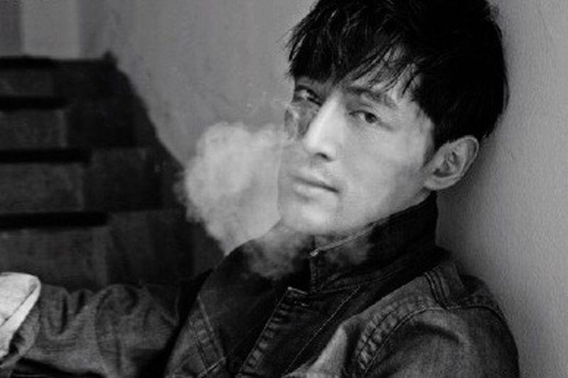 【23:00 HIM ❤️❤️❤️】有型! Him Man Gentlemen Smoke Huge Hansome Expression EyeEm Love First Eyeem Photo Best EyeEm Shot