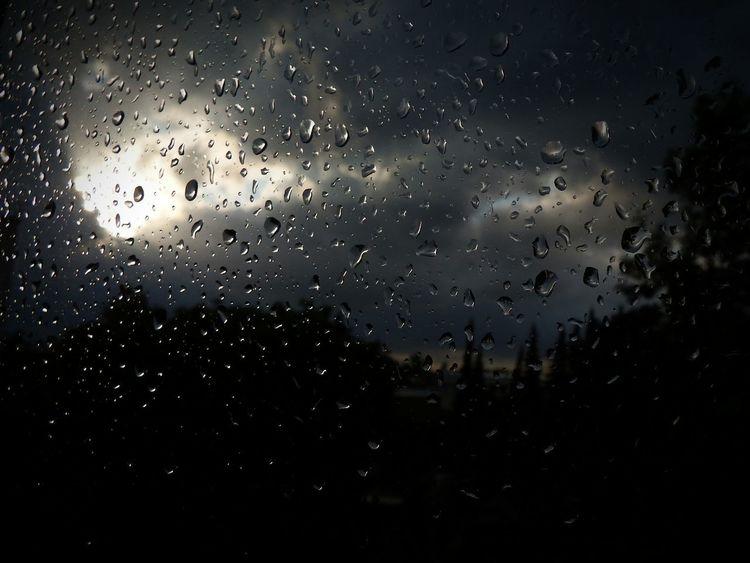 Raindrops EyeEm Best Shots Eye4photography  Sky And Clouds Rain Taking Photos Focus Fujifilm Finepix SL1000 Sl1000 Sunbeams