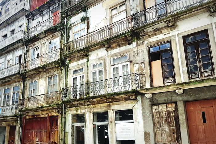 EyEmNewHere Portugal Porto Alegre Residential Building ArchitectureFirstEyeEmPic Balcony Low Angle View Façade Window Architecture Building Exterior Art Photography Art Is Everywhere Travel Destinations Cityscape No People Detailed House Travel Porto Eyeemphotography