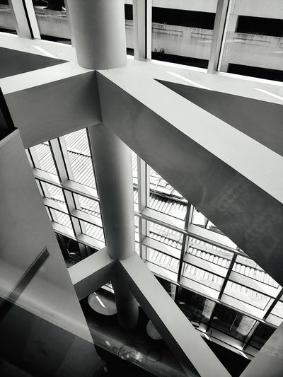 Architecture is a really fascinating thing. Hospital GalaxyS9+ New Jersey Morristown Nj Blackandwhite Symmetry Look Down Below Vacuum Cleaner Below Windows WindowsPhonePhotography Close-up